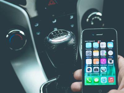 Cellulari e Smartphone: Il Governo dichiara guerra ai conducenti che usano il cellulare mentre sono alla guida.